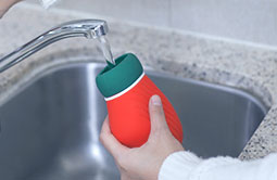Silicone hot water bag can be injected hot water