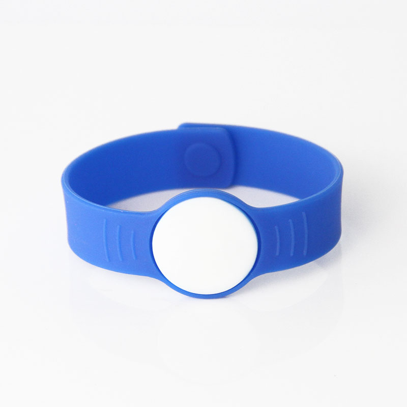 Silicone Buckle Strap Open Loop RFID Wristbands For Hotels